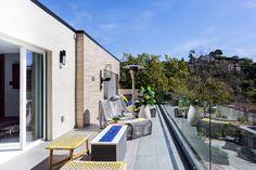 Spring Oak Smart Home  5873 Spring Oak Drive  Los Angeles, CA 90068