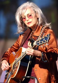 Emmylou Harris' Bohemian Look Has Never Gone Out Of Style (PHOTOS) / 2003