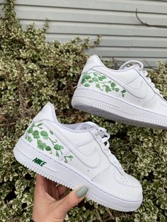These classic are personalized with a plant/vine design detail on the side of each shoe (one inner side, one outer side) which will have everyone turning heads. Dr Shoes, Cute Nike Shoes, Cute Nikes, Cute Sneakers, Hype Shoes, White Sneakers Nike, Sneakers Design, Converse Shoes, Jordan Shoes Girls