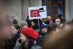 FOTO: Ľudia a transparenty so silnými odkazmi zaplavili ulice