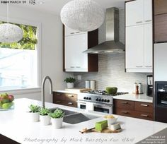 Mixtures of cabinet colors and materials