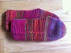 Knitted slippers - by GJ: De er i brug