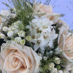 www.gracebridalindustries.com El #ramodenovia #vintage de Eva... Un replica original de un ramo de #novia de los años 20 #floresnaturales como #rosas y  #jacintos, la combinación perfecta!!!