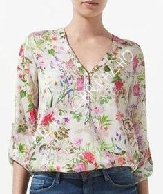 I love this style it gives me the coverage for my arms and I love the print Blouse Styles, Blouse Designs, Sewing Blouses, Mom Outfits, Blouse Dress, Linen Dresses, Corsage, Clothing Patterns, Size Clothing