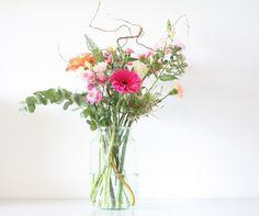 bloomon bloemen Happy Flowers, Love Flowers, Wild Flowers, Beautiful Flowers, Sustainable Design, Interior Design Living Room, Design Trends, Flower Arrangements, Garland
