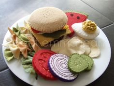felt burger. love the onion, tomato and pickle slices. | DIY & Craft