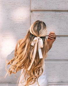 99 Fashionable Wavy Long Hair Style Ideas For Female - Schulterlange Haare Ideen Scarf Hairstyles, Messy Hairstyles, Pretty Hairstyles, Hairstyles With Ribbon, Winter Hairstyles, Hairstyle With Bow, Ribbon Hairstyle, Step Hairstyle, Hairstyle Wedding