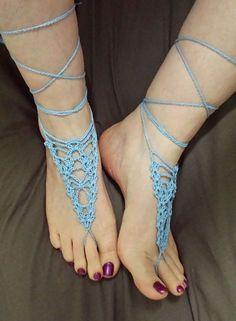 Barefoot Sandals Crochet, Crochet Stitches Patterns, Bohemian Crochet Patterns, Bare Foot Sandals, Shoes Sandals, Crochet Slippers, Crochet Accessories, Crochet Clothes, Free Crochet