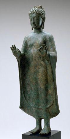 The Standing bronze Buddha image of the Dvaravati Period Art Thai, Asian Sculptures, Standing Buddha, Thailand Art, Buddhist Art, Southeast Asia, Holy Spirit, Buddhism, Temples