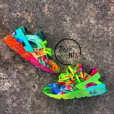 Looking for huaraches Orange Sneakers, Girls Sneakers, Sneakers Fashion, Shoes Sneakers, Haraches Shoes, Fresh Shoes, Hot Shoes, Jordan Shoes Girls, Girls Shoes