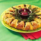 Christmas appetizer wreath for 16 from Crescent rolls
