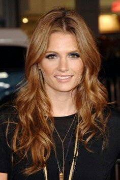Love This Hair Color Stana Katic Blu Eyeshade Gold On Lower Lashline
