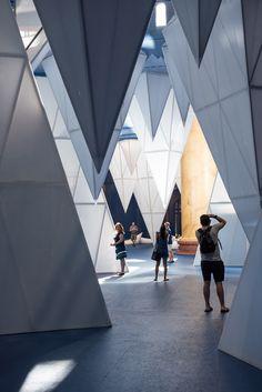 Museum Exhibition Design, Exhibition Display, Exhibition Space, Design Museum, Exhibition Stands, National Building Museum, Espace Design, Exposition Photo, Licht Box