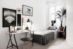 black+white workspace, guestroom, artwall | Pontonjärgatan 45, Kungsholmen, Stockholm | Fantastic Frank