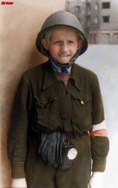 """Fotografia z Powstania warszawskiego 1944. Jerzy Kotuszewski ps. """"Jurek"""". Byl łącznikiem Batalionu """"Krybar"""". Zginął 09.08.44 mając 13 lat https://www.facebook.com/KolorHistorii/photos/a.659360804233671.1073741828.658267651009653/730236893812728/?type=3&theater"""
