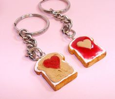 Peanut Butter and Jelly Best Friends Key Chains BFF - Kawaii Cute Heart Key Chains - Polymer Clay Food. Polymer Clay Miniatures, Polymer Clay Projects, Polymer Clay Charms, Polymer Clay Creations, Polymer Clay Jewelry, Clay Crafts, Crafts To Make, Clay Food, Cold Porcelain