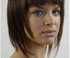 Cabelos são tendências a cada estação. Eles podem ser curtos, médios, compridos, lisos, cacheados. Neste verão a tendência são os cabelos curtos. Esse corte destaca o rosto da mulher, deixando-a mais jovem.
