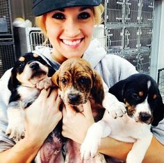 Carrie Underwood, the normally glam singer spent the first few days of 2014 volunteering at an animal shelter!