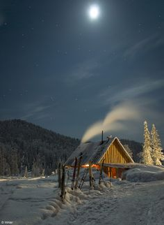 After a day of skiing, a warm cabin. Photo by WAler. http://waler.35photo.ru
