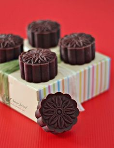 Baked Chocolate Mooncakes 烤巧克力皮月饼 - Anncoo Journal