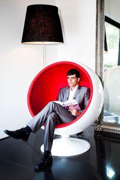 Mork Swivel Lounge Chair - Red