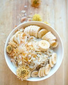 "This Banana Cream Pie ""N'Oatmeal "" (that's NOT OATMEAL) is a fruit-sweetened, creamy coconut breakfast alternative to cereal. Click to get the recipe!"