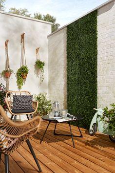 Small Balcony Decor, Balcony Design, Leelah, Diy Terrasse, Wooden Terrace, Diy Home Decor Easy, Luxury Homes Dream Houses, Outdoor Spaces, Outdoor Decor