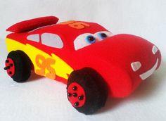 Boneco Relâmpago McQueen de feltro com 19cm de comprimento. Tags: carros, cars, Disney, McQueen, Relampago, lightning, personagem, handmade, artesanato, felto, felt, DIY