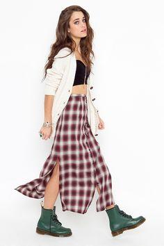 90's style// grunge// maxi skirt// dr martens// crop top