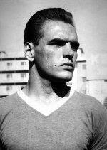 Nel 1956 sbarca a Napoli O' Lion ovvero Luis Vinicio messosi in luce per le sue grandi doti da realizzatore segnando 69 gol in 152 partite andando la prima volta in rete al suo esordio con il Napoli dopo soli 40secondi in una partita contro il Torino.  Nella sua successiva r carriera da allenatore guidò il Napoli al secondo posto in classifica nel 1974 sfiorando il sogno scudetto