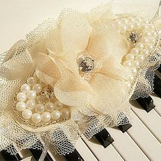 Hand-tied Lace Wedding/Party Bridal Wrist Flower With Pearl – USD $ 19.99