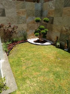 Beautiful Small Rock Garden Landscaping Design Ideas - Page 12 of 27 Front Yard Garden Design, Small Front Yard Landscaping, Garden Landscape Design, Backyard Landscaping, Landscaping Design, Small Front Yards, Yard Design, Minimalist Garden, Minimalist Style