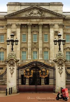 Buckingham Palace. Attraction in London. Get insider tips about Buckingham Palace from Trippy.com's London experts.