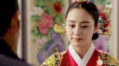 Korean Traditional Dress, Traditional Dresses, Jang Ok Jung, Kim Tae Hee, Korean Hanbok, Sari, Pretty, Style, Live