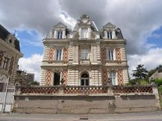 Residential property for sale in Segré, France : Maison bourgeoise 19th century, 10 bedrooms, outbuildings, garden 3,000m²