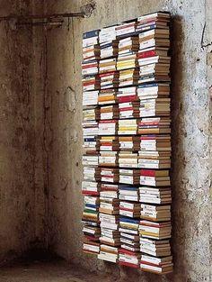 Coucou les filles,  Vous aimez, lire, vous aimez les livres et surtout vous adorez les voir rangés dans de belles bibliothèques ? Voici quelques idées de