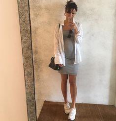 Sophie Charlotte mostra barriguinha de grávida em dia de compras