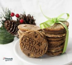 Avokádové sušenky Merry Christmas, Paleo, Food And Drink, Place Card Holders, Smoothie, Fitness, Merry Little Christmas, Wish You Merry Christmas, Beach Wrap