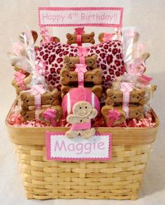 Top Dog Gift Baskets - What's in your dog's gift basket? Finding the perfect dog gift baskets is not easy. We can help you find the perfect dog lover gifts. Puppy Gifts, Pet Gifts, Dog Lover Gifts, Dog Lovers, Happy 4th Birthday, Dog Birthday, Birthday Cake, Homemade Dog Treats, Pet Treats