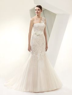 Bt14-14 Wedding Dress. Bt14-14 Wedding Dress on Tradesy Weddings (formerly Recycled Bride), the world's largest wedding marketplace. Price $400.00...Could You Get it For Less? Click Now to Find Out!