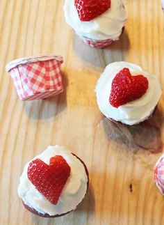 The best red velvet cupcakes, ever. (#recipe adapted from The Hummingbird Bakery)