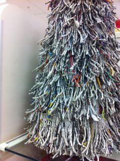 Christmas Tree made out of newspaper | Alternatieve kerstbomen ...