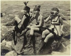 old photographs | vintage everyday: Vintage Photos of Bathing Beauties and Seaside ...