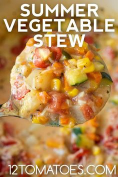 Try this hearty stew with all the flavors of summer! Easy Dinner Recipes, New Recipes, Soup Recipes, Vegetarian Recipes, Vegetable Stew, Vegetable Recipes, Bowl Of Soup, Soup And Salad, 12 Tomatoes Recipes