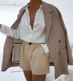 White fashion style with checkered coat - ZKKOO Discover Outfit Ideas and Shop the Latest Outfits - ZKKOO Mode Outfits, Winter Outfits, Fashion Outfits, Womens Fashion, Fashion Trends, Fashion Ideas, Latest Outfits, Fashion Styles, Fashion Shorts