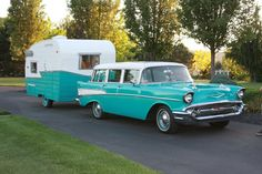 Survival camping tips Tiny Trailers, Vintage Campers Trailers, Vintage Caravans, Camper Trailers, Shasta Trailer, Shasta Camper, Classic Campers, Classic Trucks, Vintage Rv