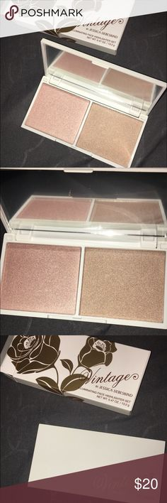 Illuminating face highlighter set Rose Quartz / Chocolate Diamond. Never been used. Original price $35 Vintage Makeup Luminizer