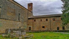 L'eremo di San Leonardo:  un lago scomparso, una piramide e un grande pittore di Siena