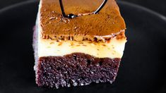 Prajitura cu crema de zahar ars numita si prajitura imposibila sau choco... Impossible Cake, Caramel Flan, Flan Cake, No Cook Desserts, Cakes And More, Tiramisu, Food And Drink, Cooking, Ethnic Recipes