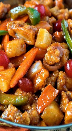 Sweet and Sour Chicken - A delicious make-at-home version that rivals takeout! No need to shop at a specialty market - our recipe uses ingredients you probably Turkey Recipes, Chicken Recipes, Dinner Recipes, Asian Recipes, Healthy Recipes, Oriental Recipes, Oriental Food, Chinese Food Recipes, Homemade Chinese Food